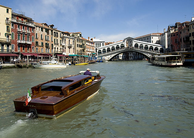 See the Venice Italy Live Webcam from Rialto Bridge
